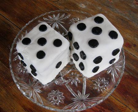 marshmallow fondant dice cakes